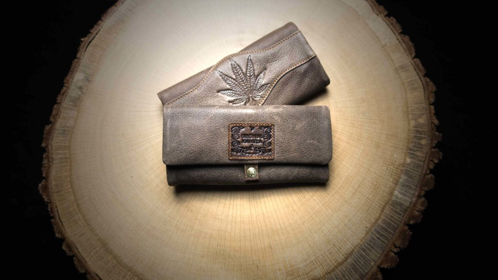 "P16 Joint Rolling Pouch ""Cannaboy"""