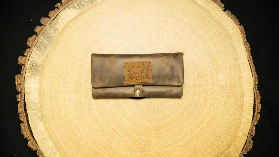 "EN: P05RO - Joint Rolling Pouch ""Buckaroo"" DE: P05RO - Joint Tasche ""Buckaroo"" EAN/GTIN: 4260419120980"